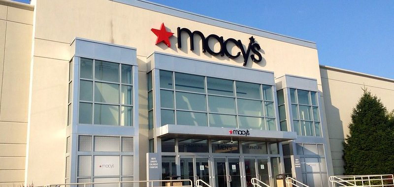 Macy's Earnings Reflect Higher Online Sales and Lower In-Store Revenue